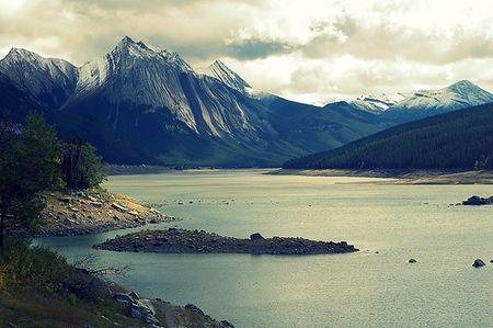 Road to Maligne Lake